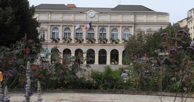 Das Rathaus von St. Etienne (Foto: Y. Bézard)